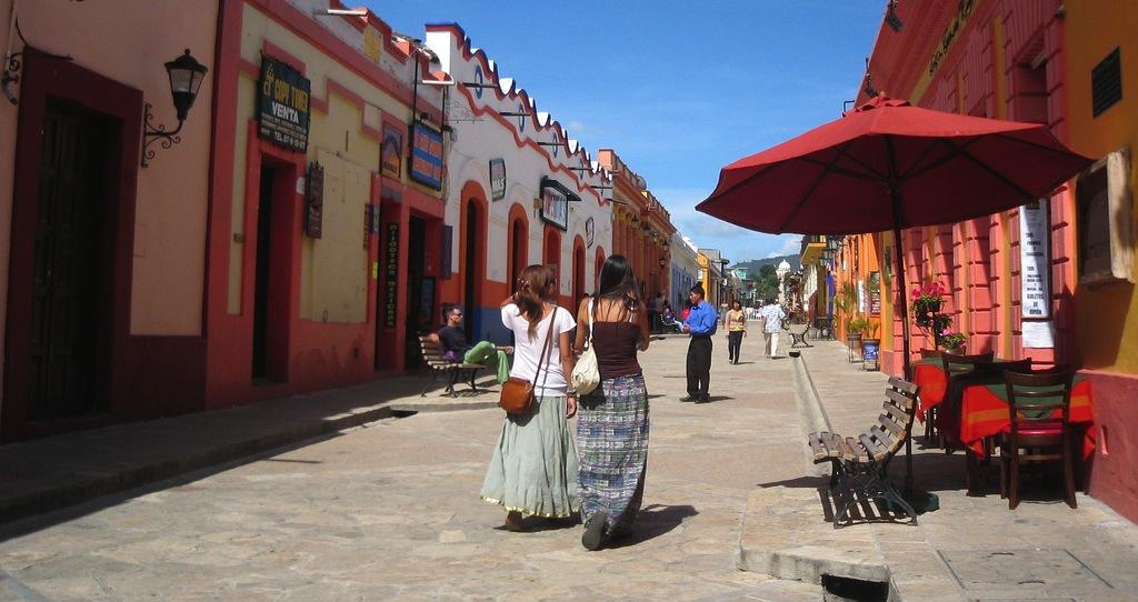 Turistas en San Cristóbal de las Casas. Fotogragía bajo licencia Creative Commons.